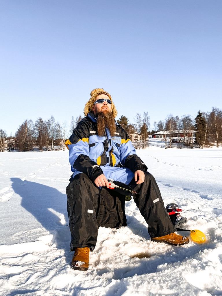 Szczęśliwy Fin na rybach